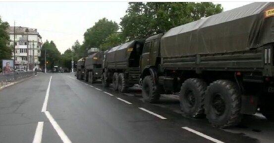 Центр Симферополя оцеплен ОМОНом, над городом кружат военные вертолеты