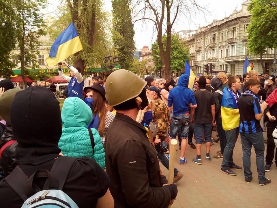 """Одеські посібники терористів напали на марш """"За єдину Україну"""". Відеотрансляція"""