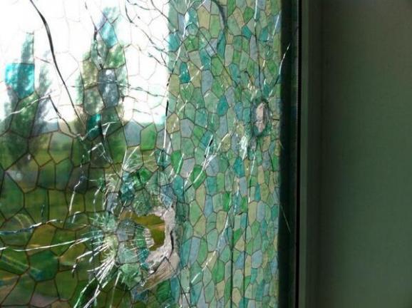 Террористы расстреляли детский приют в Славянске