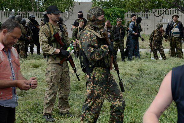 """Террористы убили мужчину со свастикой на груди, приняв его за члена """"Правого сектора"""""""