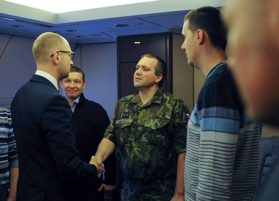 Звільнені в Слов'янську інспектори ОБСЄ прибули до Києва