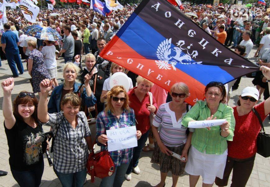"""Лидеры """"ДНР"""" на митинге в Донецке обещали присоединение к РФ и просили Путина ввести войска"""