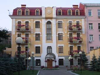 Территорию возле посольства Ватикана в Киеве оцепили из-за подозрительной коробки с книгами