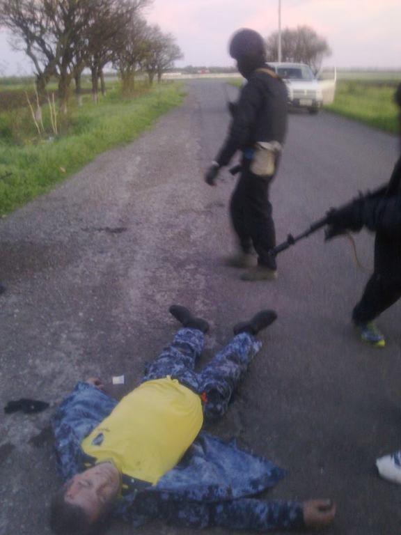 """Мариуполь освободили """"черные человечки"""" и пленили министра обороны так называемой ДНР"""