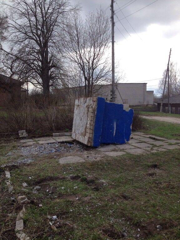 У Росії пам'ятник Радянському солдату-визволителю викинули на звалище