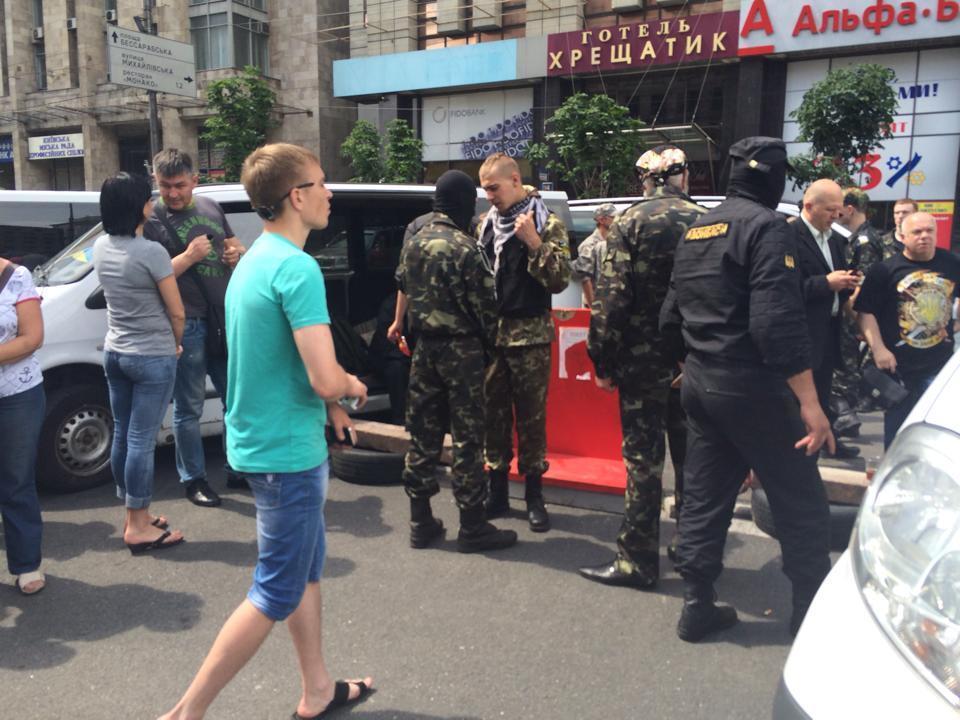 """""""Донбасс"""" собрал на Майдане четыре автобуса мобилизованных"""
