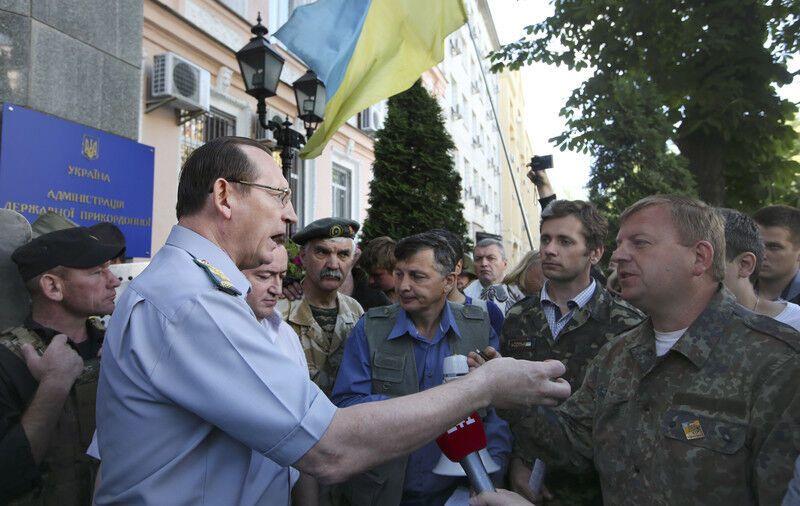 Аваков требует прекратить пикет у Госпогранслужбы: иначе будет разгон