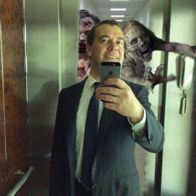 Сеть заполонили фотожабы на селфи Медведева в Instagram