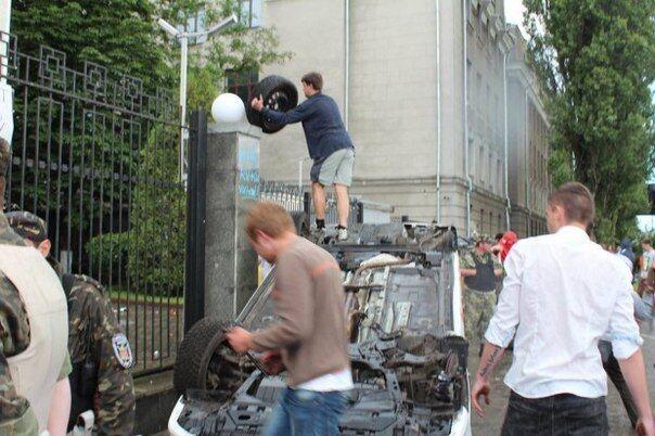 Беспорядки у посольства РФ в Киеве прекратились