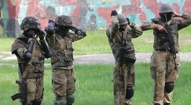 """В батальйоні """"Донбас"""" готують жінок-бійців"""