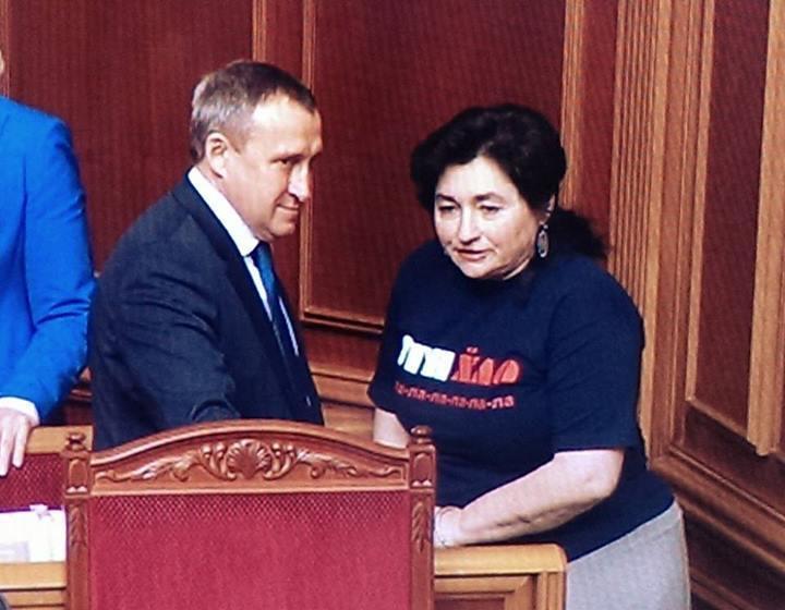 Депутат и писательница Матиос пришла в Раду в футболке ПТН Х**ЛО