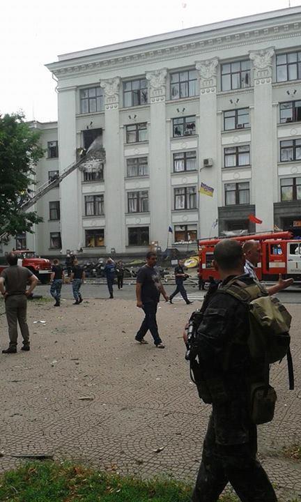 В Луганске подбито здание ОГА, террористы собираются эвакуироваться из СБУ