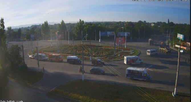 В Луганск вошла колонна техники под флагами РФ и Крыма