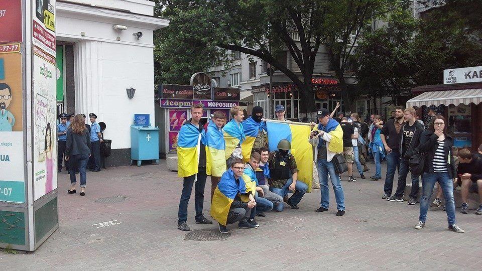 Националисты помешали провести крестный ход сепаратистов у Лавры