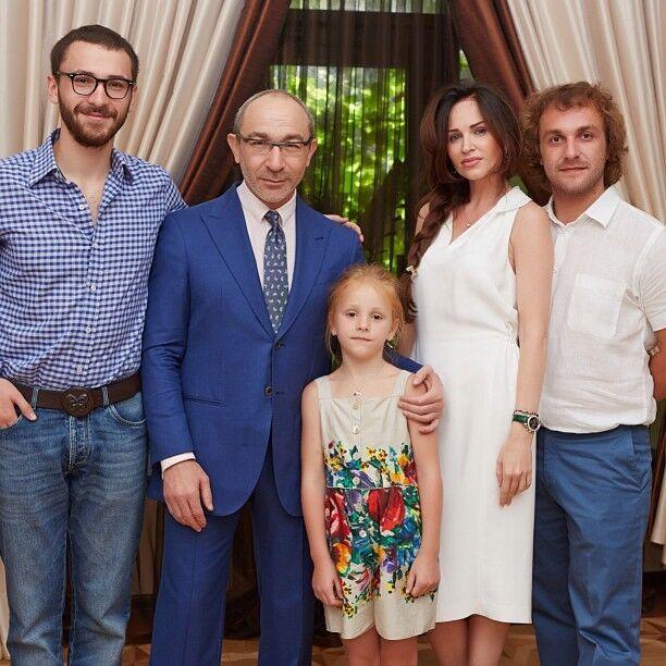 Геннадій Кернес показав підрослу внучку