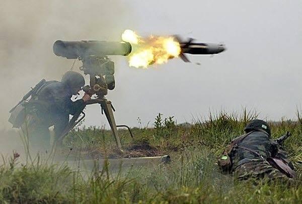Аэропорт Луганска атаковали из противотанковых ракет – журналист