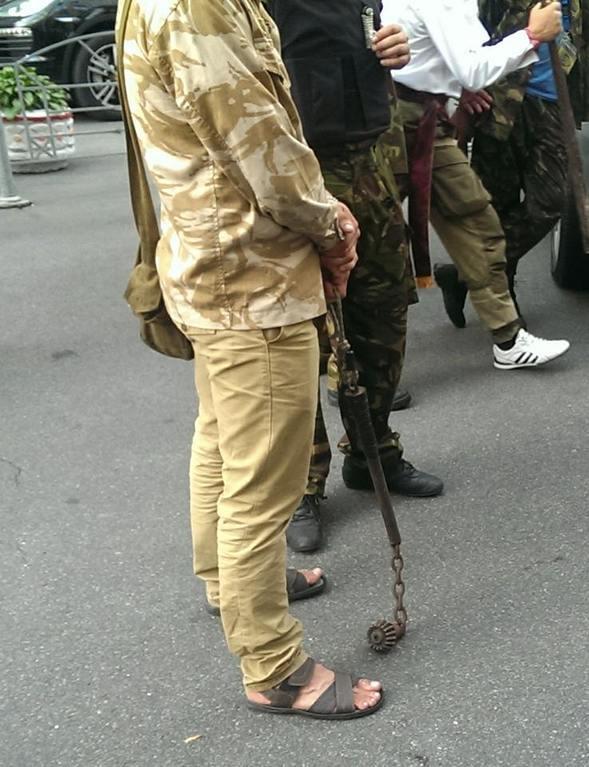 Очевидцы сообщили о взрыве на митинге у Верховной Рады