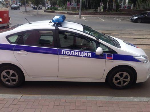 """В Донецке появился автомобиль """"полиции"""" с символикой """"ДНР"""""""