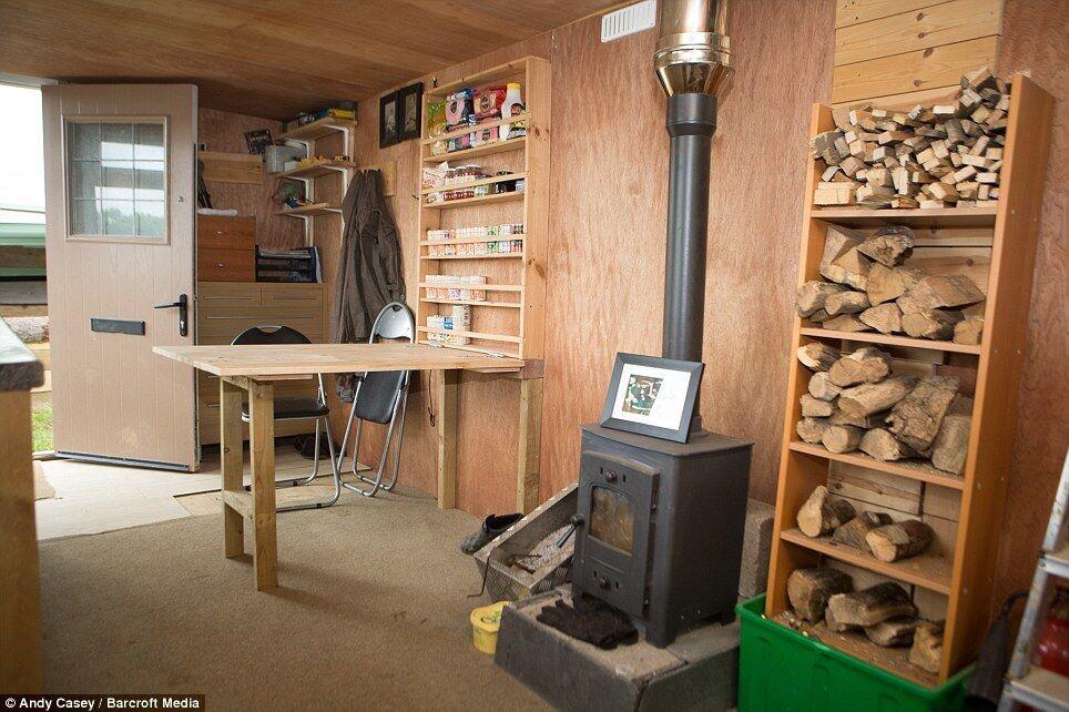 Молодой фермер построил уютный дом всего за пару тысяч