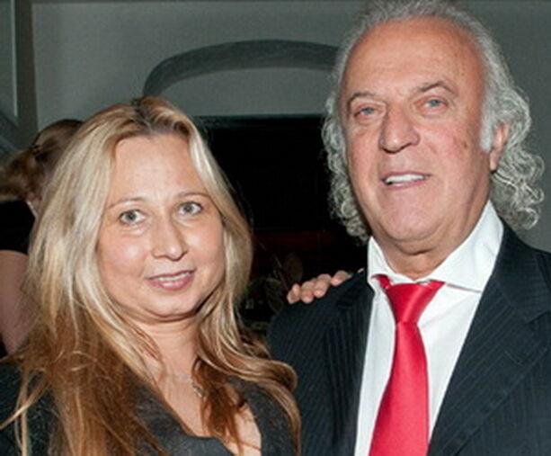 Жена Резника жалуется, что украинцы звонят ей с угрозами