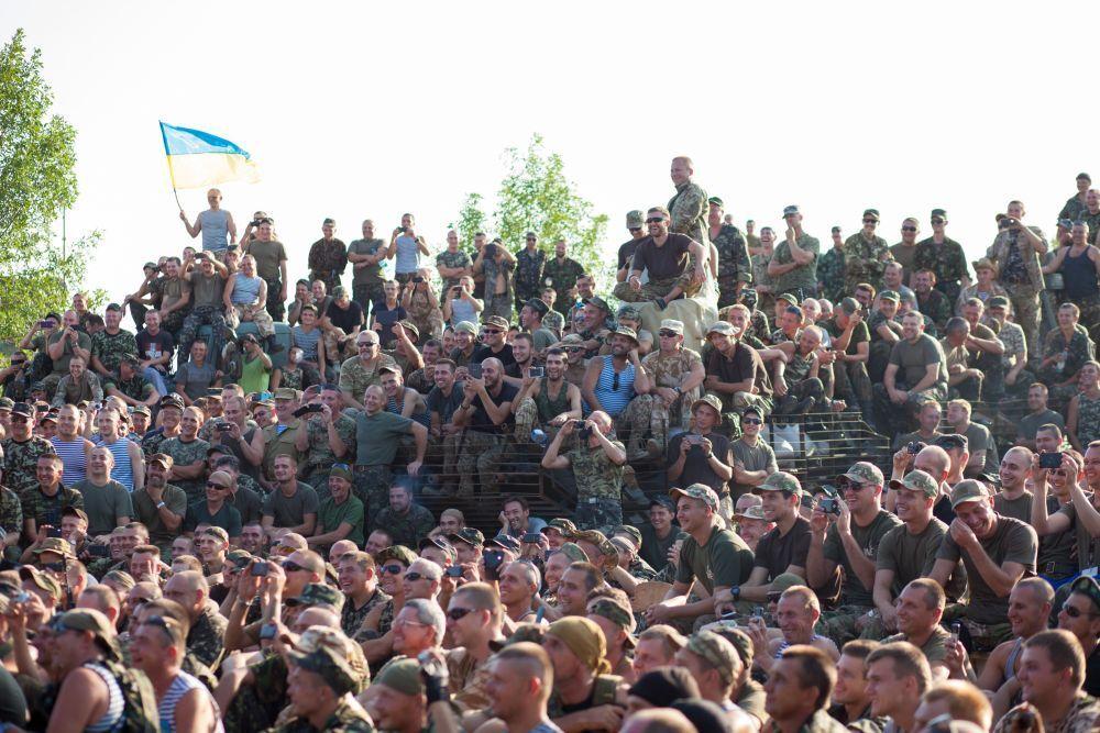"""""""Квартал-95"""" тайно и без охраны отправился в зону АТО, чтобы поддержать военных"""