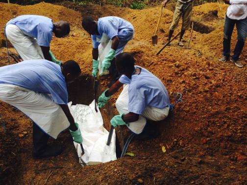 Власти Либерии попросили людей не выбрасывать зараженных Эболой на улицу