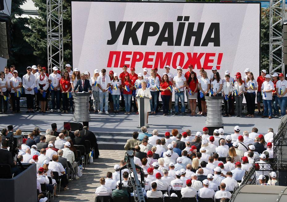 Тимошенко уступила первый номер в списке своей партии летчице Савченко
