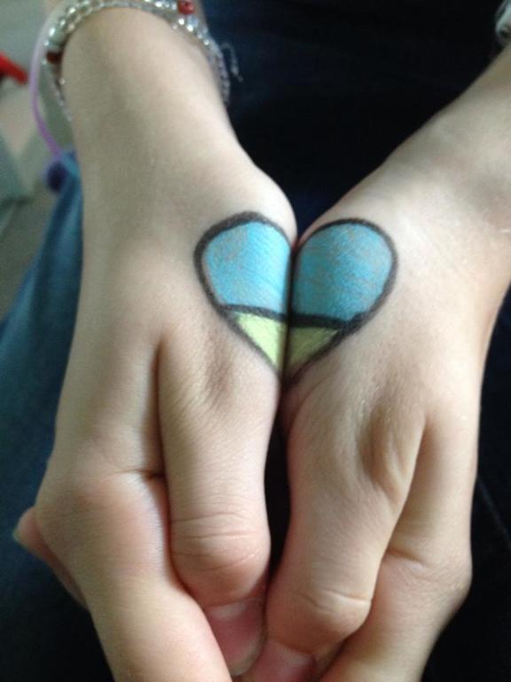 Ученики московской школы провели флешмоб в поддержку Украины