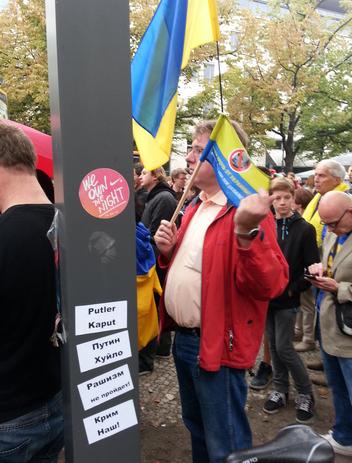 В Берлине сотни россиян, украинцев и немцев провели акцию солидарности с Украиной