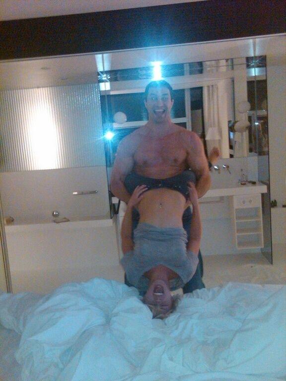 В сеть попали фото голой невесты Кличко