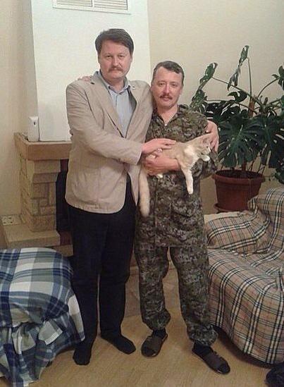 """Гиркин похвастал """"семейным"""" фото с рыжим котом и усатым незнакомцем"""