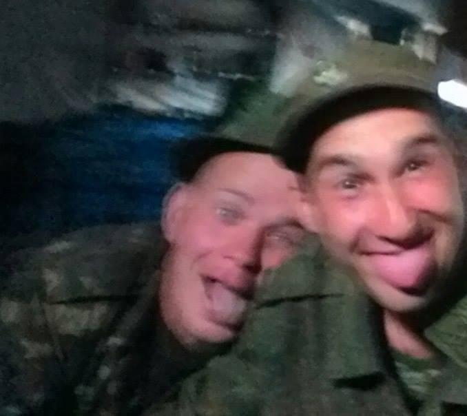 Военные РФ на границе с Украиной переодеваются в украинскую форму