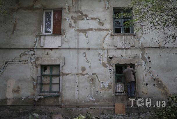 Дебальцево после обстрелов: разрушенные дома и похороны без гроба
