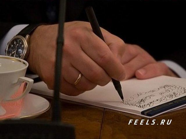 Опубликованы фото, на которых Путин под видом рабочих записей рисует каракули