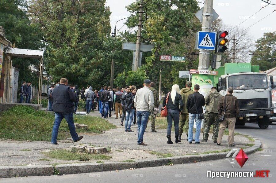 "В Николаеве малоизвестная партия согнала подростков и пенсионеров на митинг ""За мир"""