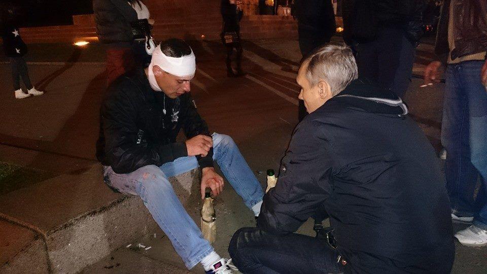 """В стычке между харьковскими """"ультрас"""" и сторонниками Ленина есть раненые"""