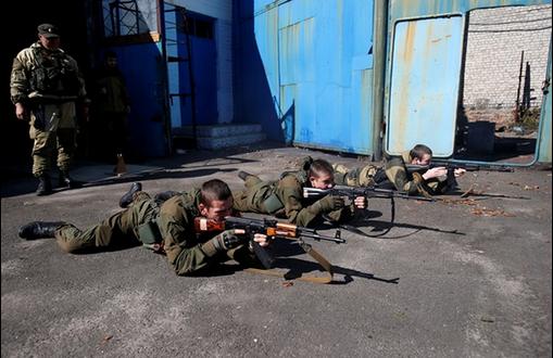 """Фото тренировочного военного лагеря для детей """"ДНР"""" появились в сети"""