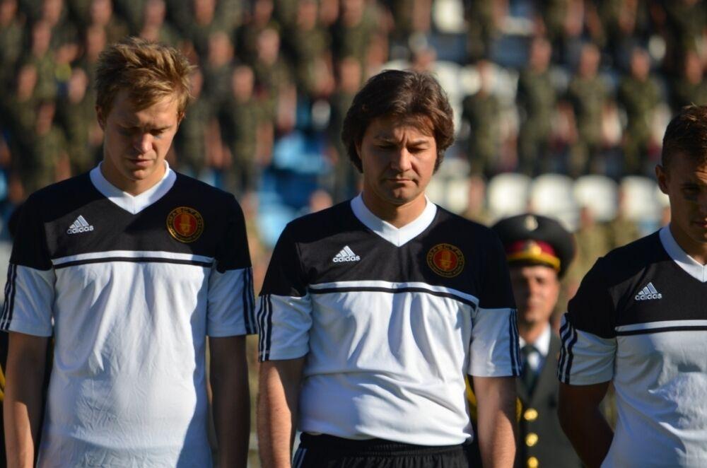 Министр Нищук, Фоззи и Кривошапко пытались обыграть в футбол бойцов АТО
