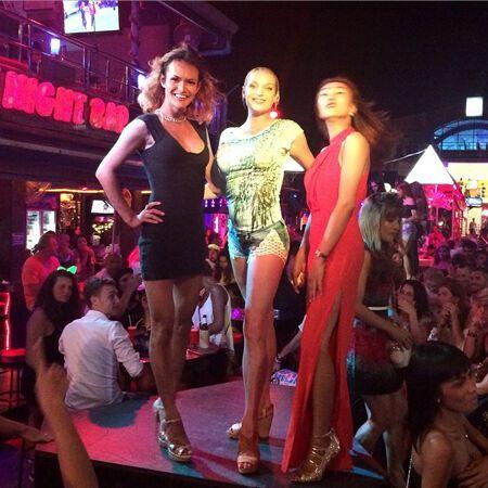 Волочкова устроила танцы с трансвеститами в Таиланде