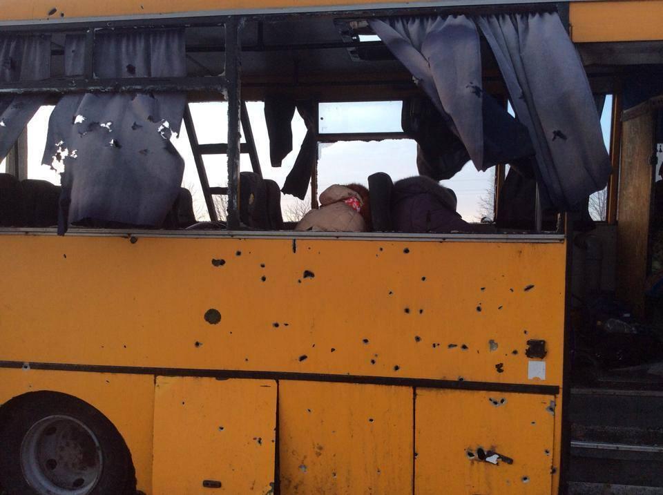 """Обстрел из """"Града"""" рейсового автобуса под Волновахой признан терактом: 12 погибших, 16 раненых"""