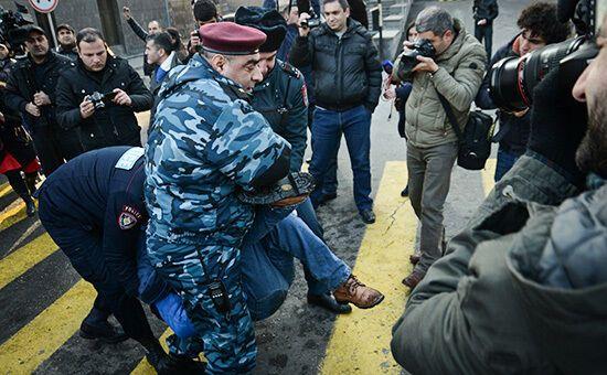 В Армении массовые протесты против российского убийцы: онлайн-трансляция, фото и видео