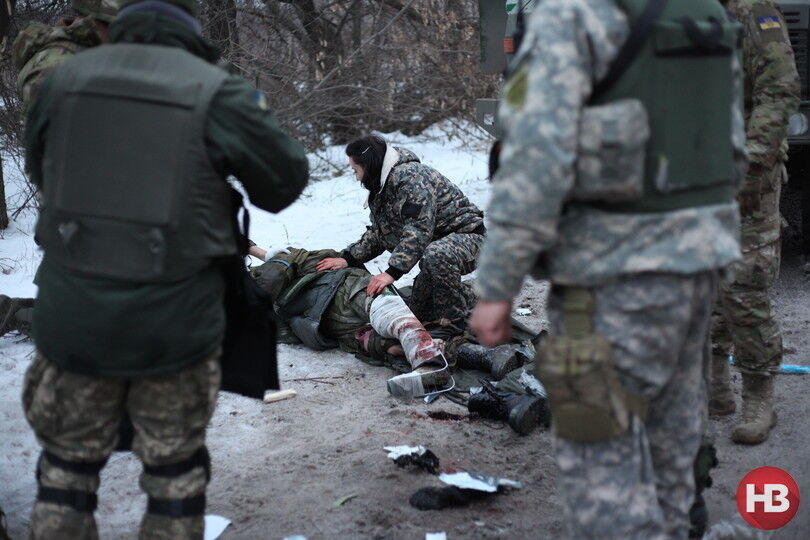 """Спасение раненых """"киборгов"""": душераздирающие фото с передовой"""