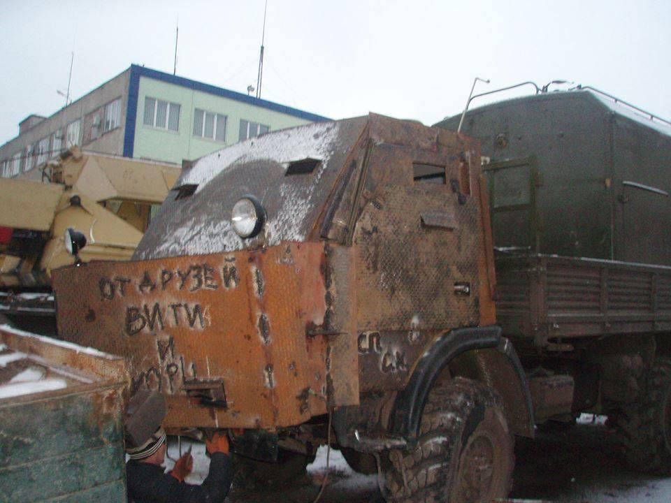 """Одесситы соорудили для АТО бронетрактор """"Мойдодыр"""" с душем и стиральной машиной: опубликованы фото"""