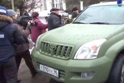 "Пленного ""киборга"" в Донецке увезли на машине пиарщика Ахметова"