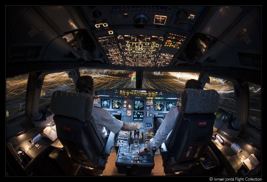 фото в кабине пилота самолета генераторы
