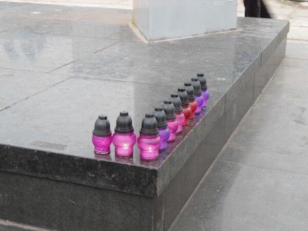 В Мариуполе почтили память жертв теракта: опубликованы фото