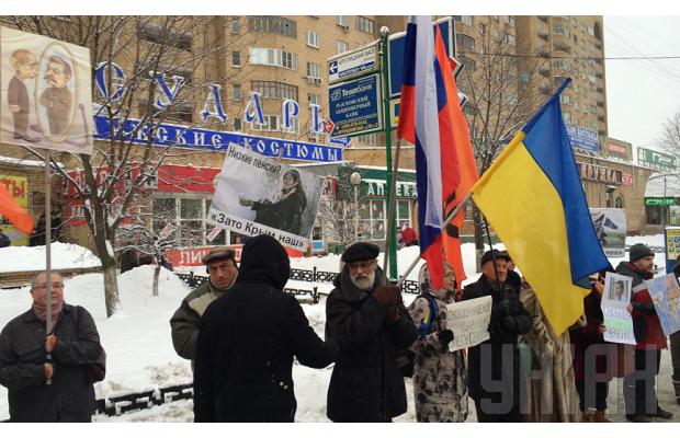 В Москве задержали двух участников антивоенного митинга за карикатуру на Путина