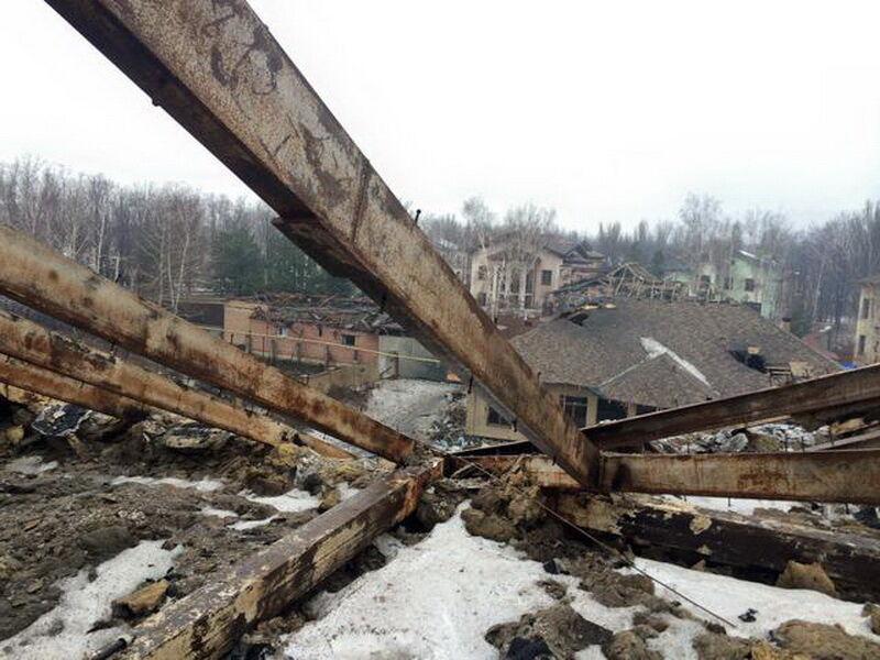 Что оставляют после себя террористы: разрушенные дома в Песках (фото 3)