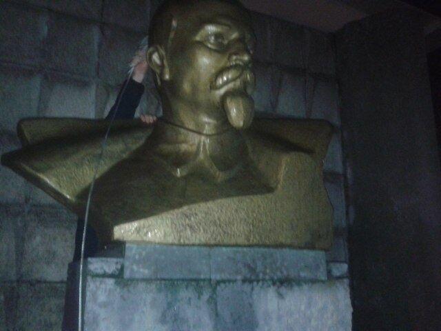 Под Одессой снесли памятники Ленину и Дзержинскому: опубликованы фото и видео