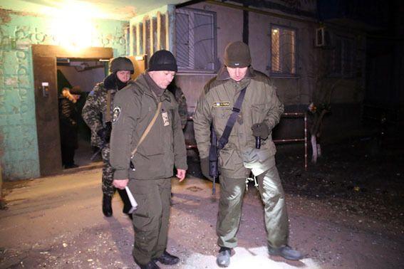 Милиция взяла под круглосуточную охрану подвергшийся обстрелу район Мариуполя